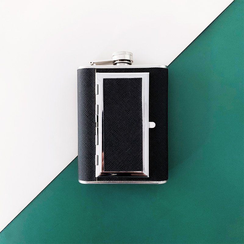 Hip flask with Cigarette box 2